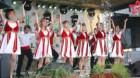 Tinerii gherleni au dansat pe Strada Armenească din Bucureşti