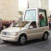 """Papamobilul – cea mai """"sfîntă"""" maşină din lume"""