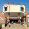 Decanul FSEGA, operat de urgenţă după ce a căzut de pe o clădire