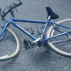 Întîi, s-a răsturnat o bicicletă