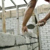 Afaceri în creştere în industrie şi servicii, angajări în comerţ, concedieri în construcţii
