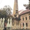 Două monumente valoroase se degradează sub ochii lui Boc