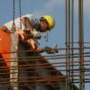 Directorii din industrie, comerţ şi servicii nu anticipează concedieri, cei din construcţii anunţă angajări