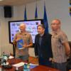 Doi clujeni vor să ducă în premieră însemnele Clujului la peste 8000 de metri