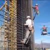 Angajări în construcţii, majorări de preţuri în comerţ