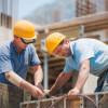 Angajări în construcţii şi servicii, scumpiri peste tot