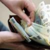 Românii îşi golesc portofelele pe întreţinere şi impozite