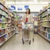 Vânzările de alimente, bături şi tutun au contribuit decisiv la creşterea afacerilor din comerţ