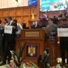 Deputaţii care perturbă dezbaterile în plen şi comisii vor fi sancţionaţi