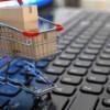 Peste jumătate dintre români cumpără online de la servici