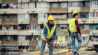 Iarnă cu concedieri în construcţii, angajări în comerţ şi scumpiri peste tot