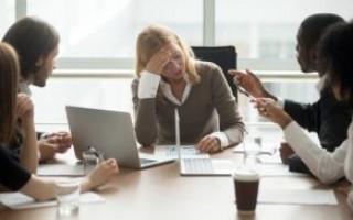 Peste o treime dintre directorii marilor companii româneşti sunt femei