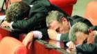 Somnul deputaţilor i-a trezit pe senatori